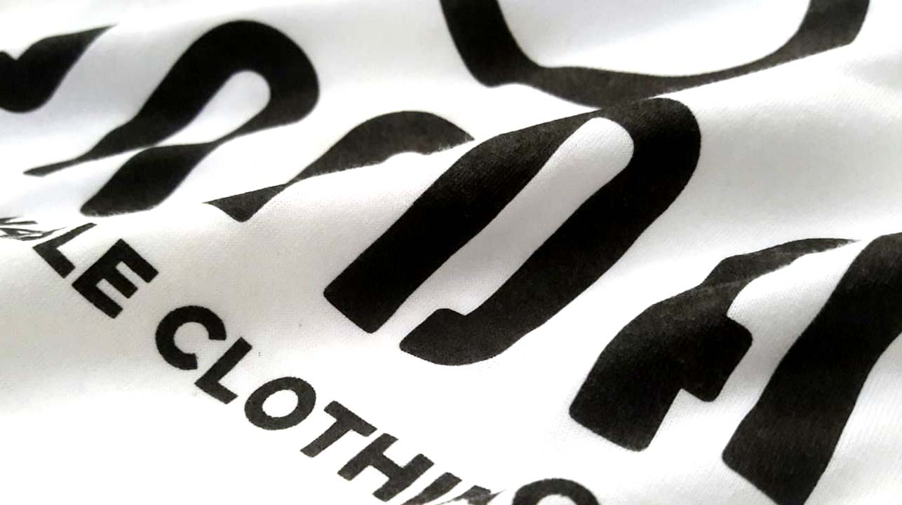Questa t-shirt in cotone è stata realizzata da Paint Serigrafia - Roma.